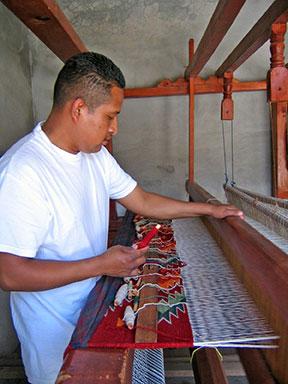 20140916_Porfirio-Weaving2