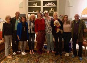 Membres du conseil d'administration de Sedona International Peace City, de gauche à droite: Suzanne Miller (nouvelle), Stu Zimmerman (nouvelle), Laura Marcos, Debra Gallaway, Margaret Joy Weaver, Jamie Zimmerman, Myra Shutt, Susan Hagen (nouvelle) et membre sortant Larry Rosenfeld.